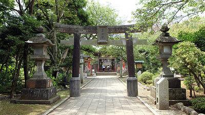 enoshima-okutsumiya-torii.jpg
